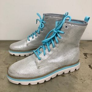 Skechers On the GO Edge Silver Lace Up Boots